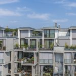 Sun protection for the penthouses at The Yard in Berlin: simple, sleek, storm-proof